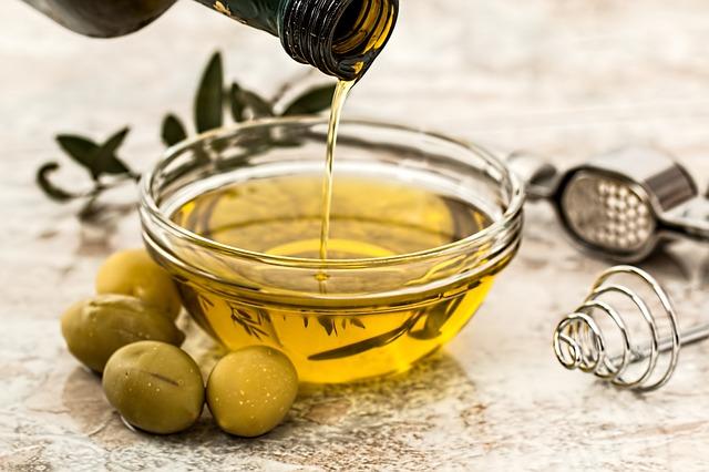 olivový olej na zálivku.jpg