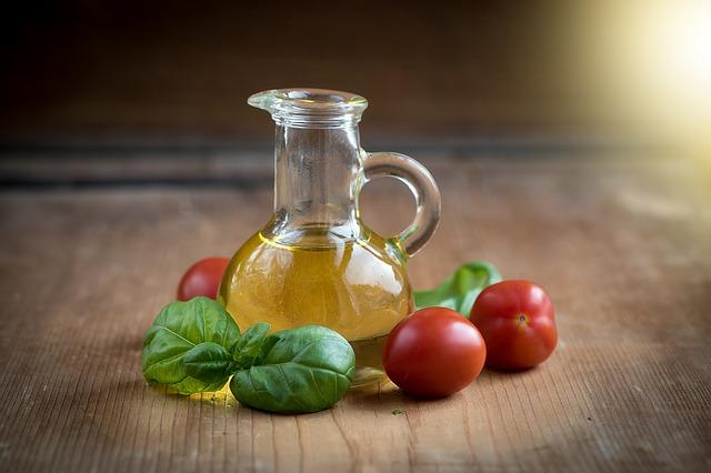 olivový olej a rajčata.jpg